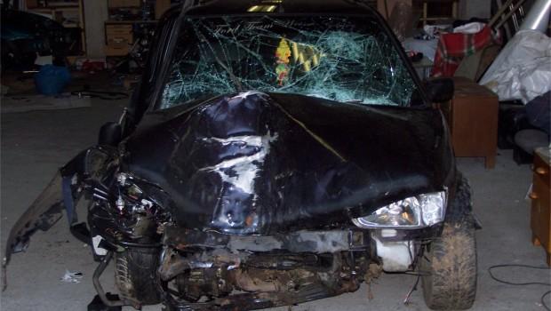 Tweet Tweet Am 21 Dezember 2006 gegen 20 Uhr kam Manu von einem Bekannten, er wollte noch schnell in Soli fahren doch die Fahrt in seinem Ford Escort endete schneller als er gedacht hätte. Wie ganau sich der Unfall ereignet hat kann man heute nicht mehr genau sagen. Was man weiß ist, dass er mit seinem Escort Kombi von der Straße abkam und verunglückte. Laut eigenener Ausage hatte er eine […]