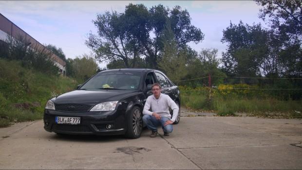 Tweet Tweet Sven sein Ford Mondeo ST220 ist ein wares Kraftpaket, mit seinen 226 PS die der 2,8l V6 Motor leistet wird er in 7,5 sekunden auf Tempo 100 katpultiert. Da kommt ein normaler Escort nicht mit. Auch auf diversen Tuning treffen und Ford events ist das Auto immer wieder einen Blickfang wert. Im moment hat Sven mit seinem Mondeo ST das leistungsstärkste Fahrzeug in unserem Team. Related PostsViertelmeilenrennen Ford […]